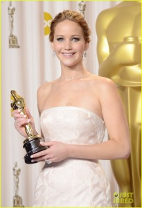 jennifer-lawrence-oscars-press-room-video-2013-081