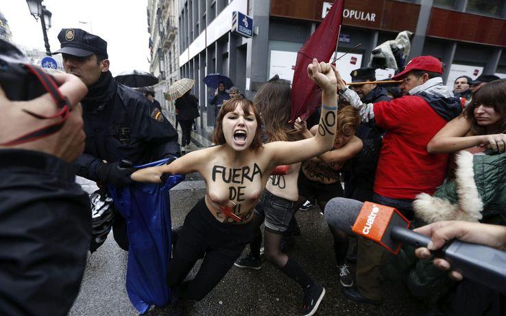 Risultati immagini per (2013)Femen in Spagna contro le restrizioni sull'aborto