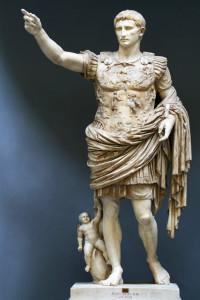 Augusto di Prima Porta, 2,04 metri, con particolare armatura adorna di splendide raffigurazioni.