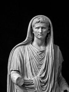 Augusto di via Labicana: L'imperatore è ritratto a capo coperto nelle vesti di pontefice massimo.