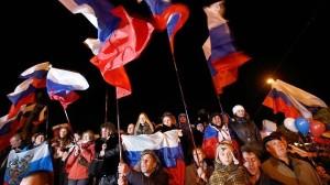 Questa è una delle tante scene viste in Crimea dopo la chiusura dei seggi