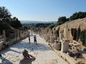 800px-Efeso,_via_dei_cureti_03