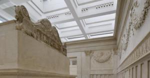 L'altare e parte del recinto interno