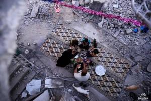 Questa immagine, scattata a Gaza, sottolinea quanto il Ramadan sia importante per molti musulmani.