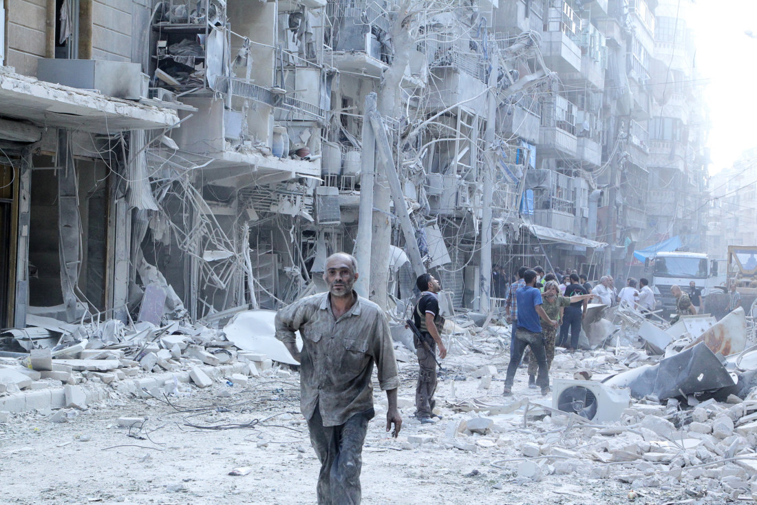 Residents look for survivors at a damaged site after what activists said was a barrel bomb dropped by forces loyal to Syria's President Bashar al-Assad in the Al-Shaar neighbourhood of Aleppo, Syria September 17, 2015. REUTERS/Abdalrhman Ismail - RTX242XG