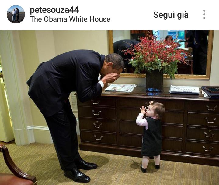 Obama gioca con la figlia di un membro dello staff della Casa Bianca.