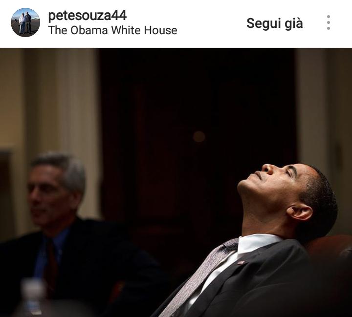 """2009. Sono passati meno di 100 giorni dall'insediamento come Presidente e Obama si trova a scontrarsi con la crisi economica del suo paese. """"Sono stati 100 giorni difficilissimi"""" racconta Souza."""