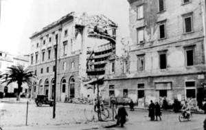 Il Teatro Rossini a Livorno dopo i bombardamenti